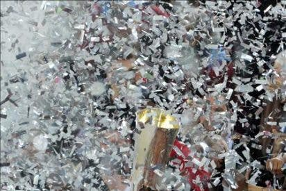 Unos 200 aficionados recibieron a los campeones a su llegada a Barajas