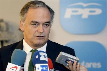 """Gonzalez Pons dice que """"Zapatero está en causa de despido procedente y sin indemnización"""""""