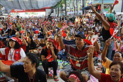 Un muerto en los choques entre los manifestantes y las tropas en Bangkok