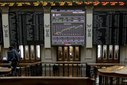 La Bolsa española pierde más del 4% a media sesión por la caída de los bancos
