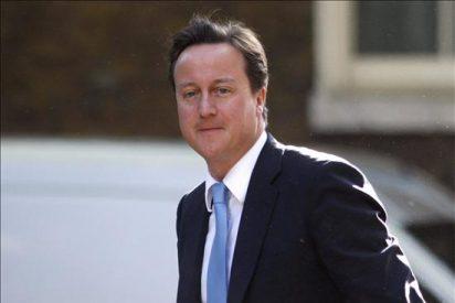 Zapatero y Cameron analizan sus medidas ante la situación económica de la UE