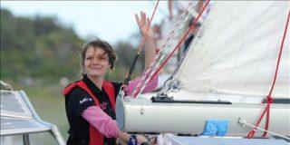 Una australiana de 16 años completa en solitario la vuelta al mundo en velero