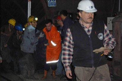 Pocas esperanzas de rescatar a los 30 mineros turcos atrapados en una mina