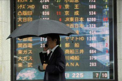 El Nikkei cae por un yen fuerte y el temor a restricciones financieras