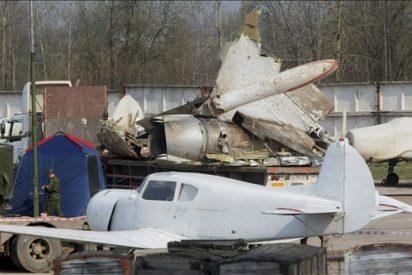 Había personas ajenas en la cabina del avión en el que murió el presidente polaco, según Rusia
