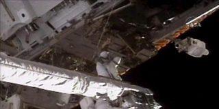 Astronautas realizan la tercera y última caminata en torno a la EEI
