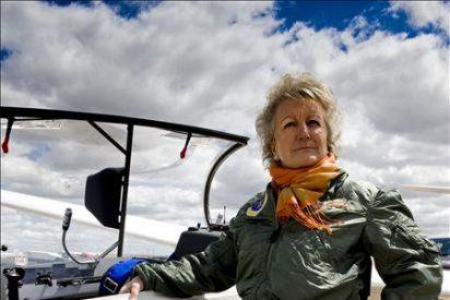 Una mujer, primer discapacitado que recibe en España licencia para volar