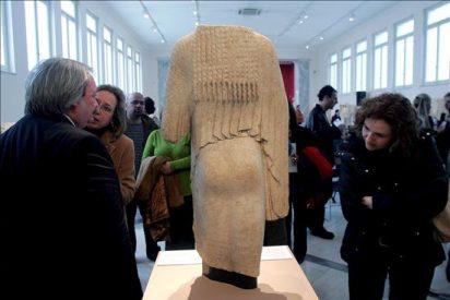 La policía griega recupera dos estatuas antiguas que iban a ser vendidas