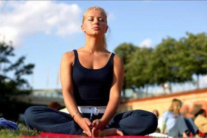 Una escuela incluye el yoga en su proyecto educativo para mejorar resultados
