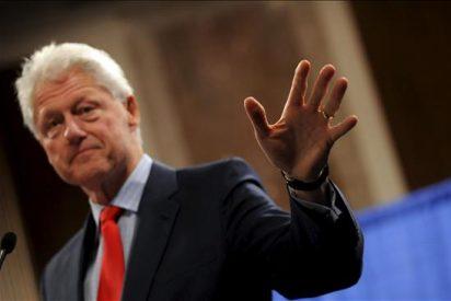 Clinton sale ileso tras un accidente de tráfico cuando iba a dar un discurso en Yale