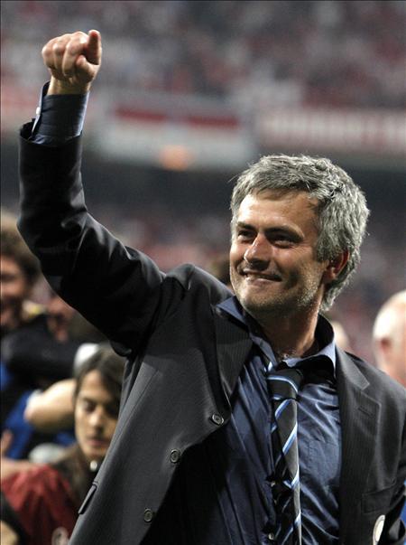 El representante Mourinho estuvo en el Santiago Bernabéu para ultimar el fichaje del técnico