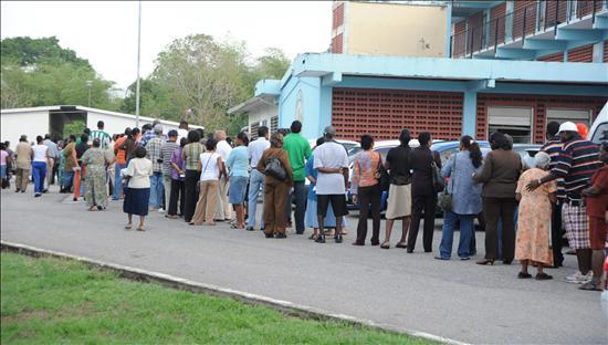 La oposición gana las elecciones en Trinidad, según resultados oficiosos