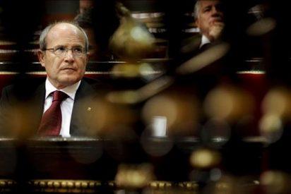 """El Parlament insta al Constitucional a declararse """"incompetente"""" y a evitar su """"colapso"""""""