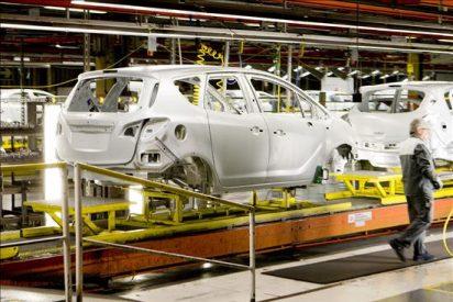 La producción de coches en abril descendió por primera vez en ocho meses