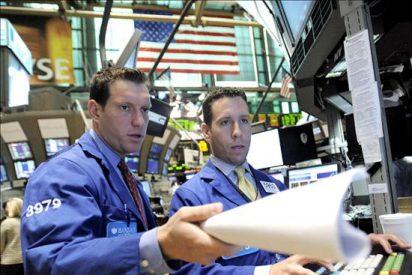 Wall Street sigue teñida de rojo y pierde el 1,86 por ciento en la media sesión