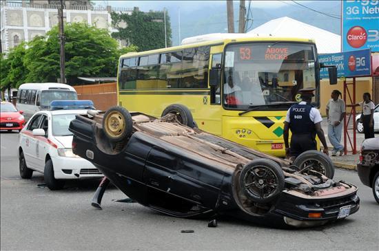 Tensa calma en las calles de Kingston tras cuatro días de enfrentamientos
