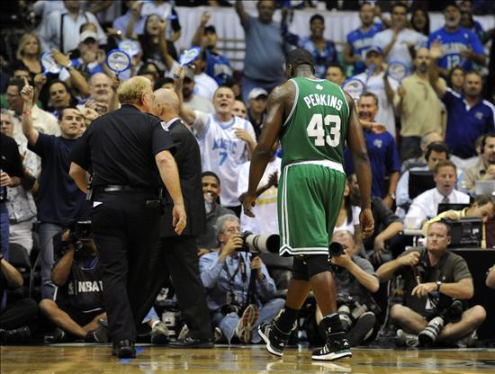 Expulsan al pívot Perkins, de los Celtics, por doble falta técnica