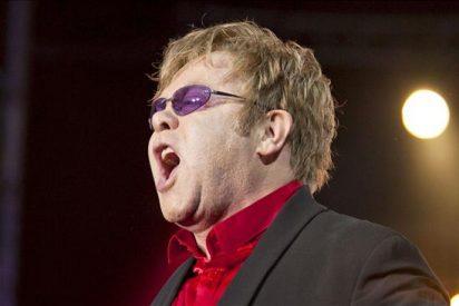 Elton John ignora las críticas islamistas en un polémico concierto en Marruecos