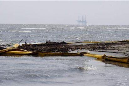 BP continúa la inyección de lodo, pero no logra detener el flujo de petróleo