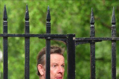 Dimite el titular del Tesoro por escándalo, primera baja del Gobierno de Cameron