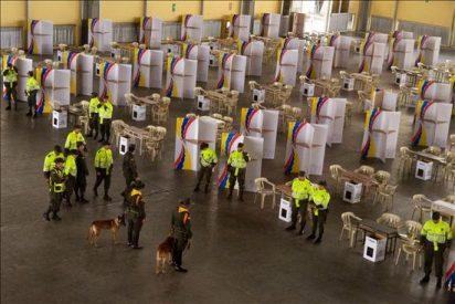 Santos y Mockus arañan votos en víspera marcada por ataques guerrilleros en Colombia
