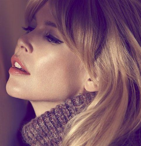 Claudia Schiffer, desnuda y embarazada para 'Vogue'