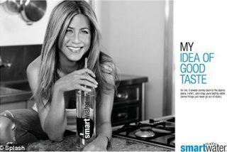 Beber agua mineral, el secreto de Jennifer Aniston