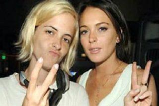 Lindsay Lohan juega con pistolas