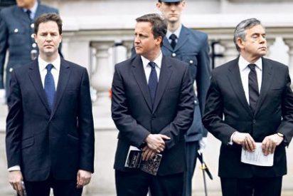 Brown dimite, Cameron ofrece un referéndum y puestos ministeriales... ¿Quién da más por el apoyo liberal?