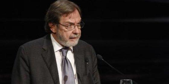 """Juan Luis Cebrián: """"En 2043 desaparecerán los periódicos escritos porque no habrá lectores que los compren"""""""