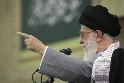 Jamenei acusa a la oposición de traicionar el legado del ayatolá Jomeini