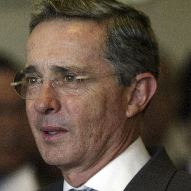 Uribe visita la mina de Antioquia que ha explotado