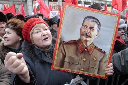 Retiran una estatua de Stalin del centro de su localidad natal