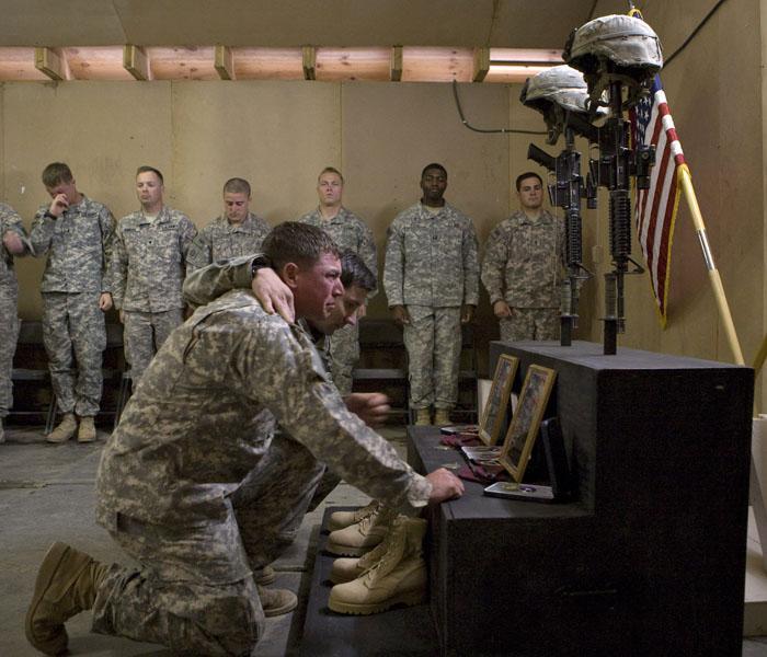 La guerra de Afganistán se cobra cien soldados de la ISAF en junio