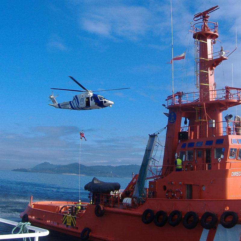 Localizada en la isla de Alborán (Almería) una patera con unas 40 personas a bordo