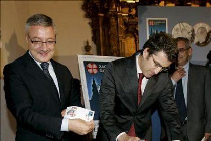 Feijóo y Blanco presentan el sello y la moneda conmemorativa del Xacobeo 2010