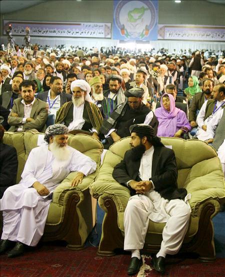 La asamblea de paz afgana apoya el plan de diálogo con los talibanes