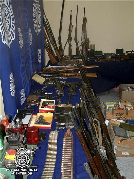 Ocho detenidos e incautado un gran arsenal en Andalucía, Cataluña y Valencia