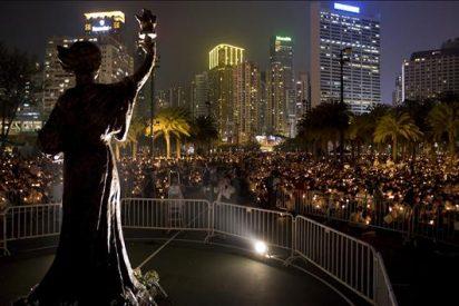 Miles de hongkoneses recuerdan el vigésimo primer aniversario de la matanza de Tiananmen