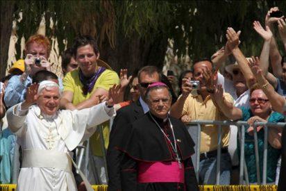 El papa implora el diálogo para la paz en Oriente Medio y llama hermanos a los musulmanes