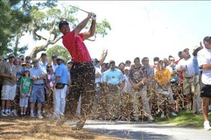 Tiger Woods se recupera en una jornada inconclusa por el mal tiempo