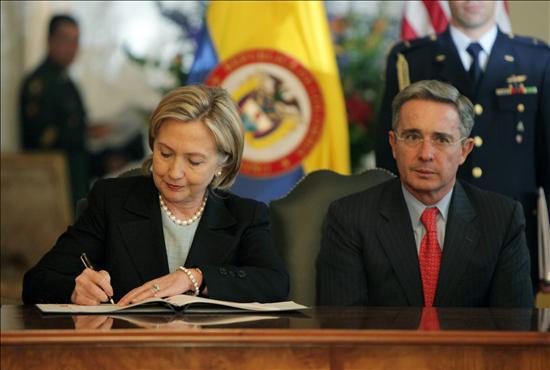 Hillary Clinton destaca el avance en la democracia y el respeto a los derechos humanos en Colombia