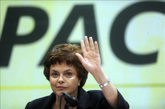 """Rousseff ofrece para Brasil """"más de Lula, pero con alma y corazón de mujer"""""""