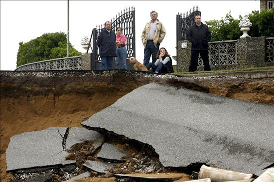 La Unidad Militar de Emergencias dobla sus efectivos para paliar las inundaciones en Valdés (Asturias)