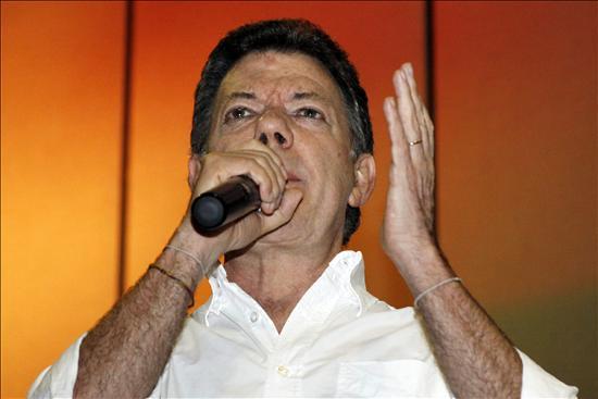 Santos dice que no se debe renunciar a los rescates militares y rechaza el canje