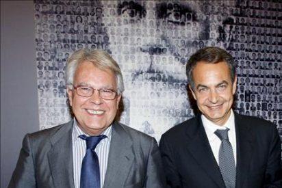 """Felipe González dice que """"a Zapatero le ha golpeado la realidad de la crisis y se le nota"""""""