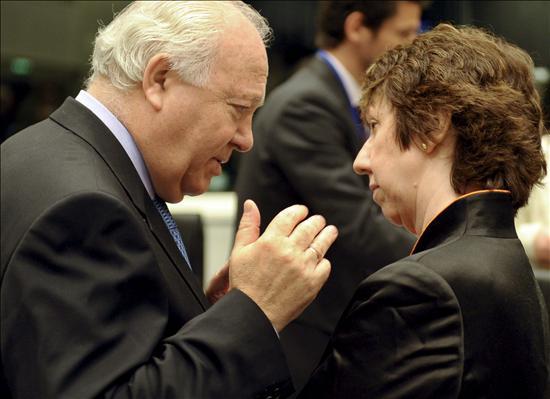 La UE aplaza a septiembre la revisión de relaciones con Cuba y da tiempo al diálogo