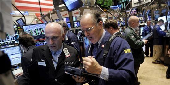 El Dow Jones baja el 0,2 por ciento tras la rebaja de la calificación de la deuda griega