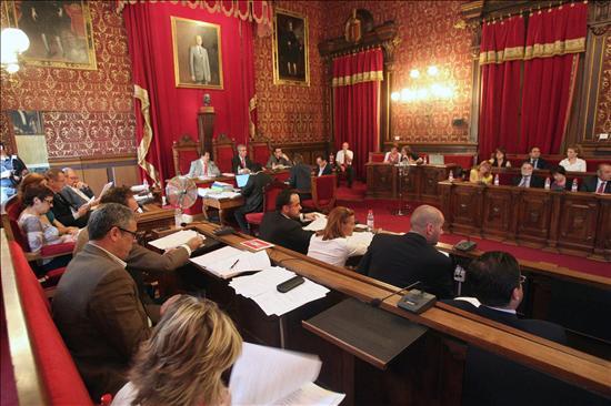 Tres capitales catalanas prohíben burka y niqab en equipamientos municipales