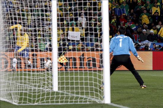 2-1. Maicon y Elano salvan el debut de Brasil ante un rival que hizo sufrir